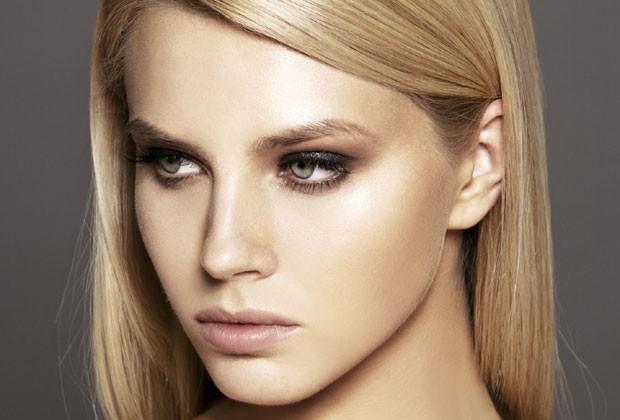 Seis top maquiadores revelam truques para o make não derreter no verão