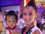 Filhos de Taís Araújo e Lázaro Ramos curtem camarote em Salvador
