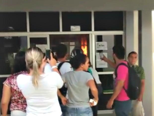 Incêndio atingiu o restaurante universitário em Rio Branco  (Foto: Clarissa Natachi/Arquivo pessoal )