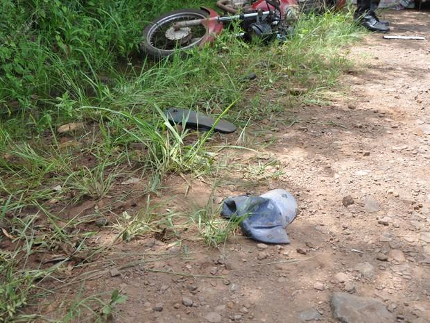 Vítima trafegava em alta velocidade e sem capacete, diz polícia (Foto: Arami Fumaco/RBS TV)