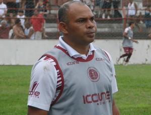 Mauro Soares, técnico da Desportiva Ferroviária (Foto: Eduardo Dias/Globoesporte.com)
