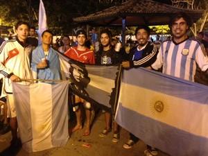 Torcedores argentinos fazem festa em Búzios (Foto: Gustavo Garcia)
