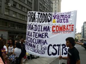 Protesto de estudantes em Porto Alegre (Foto: Juliano Chimenes/RBS TV)