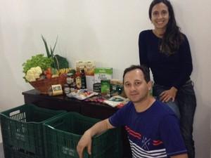 Paula e Rogério estavam de olho no mercado de orgânicos e resolveram montar a empresa de entrega depois que seu filho nasceu (Foto: Vera Alice Defaveri/Divulgação)