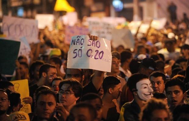 Manifestações dos últimos meses podem aparecer no Enem; movimentos se relacionam com Revolta do Vintém, Passeata dos 100 mil, Primavera Árabe e Caras-pintadas (Foto: Marcelo Camargo/ABr)