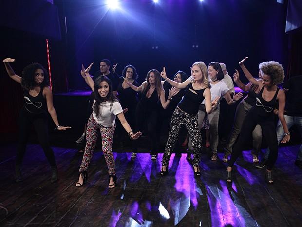 Angélica e Anitta quebram tudo! (Foto: Estrelas/TV Globo)