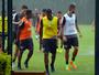 Tempestade vira trave e impede treino de reservas do São Paulo; veja vídeos