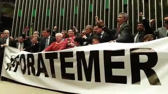 Sessão da Câmara tem gritaria e troca de empurrões; veja vídeo
