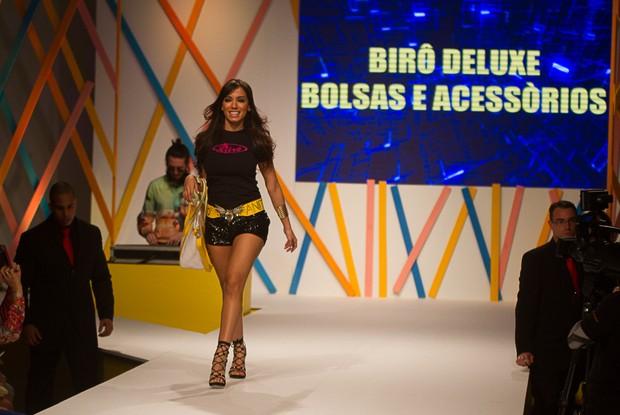 Anitta desfila em São Paulo (Foto: Amauri Nehn/Foto Rio News)