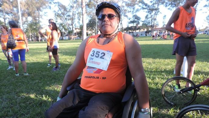 Claudinei participa de diversos campeonatos de corrida há 25 anos (Foto: Diogo Marques/G1)