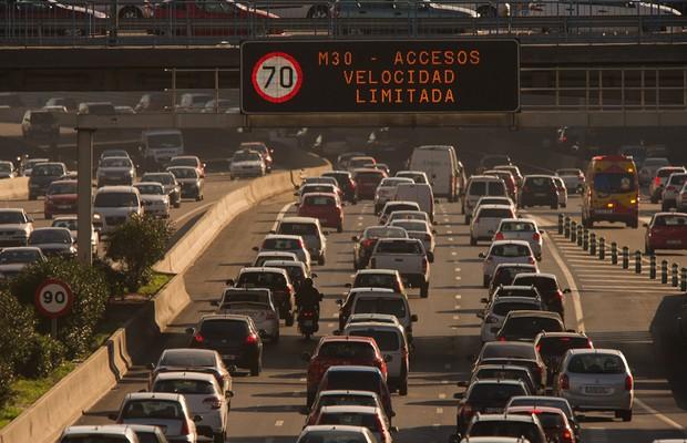 Madri já limita a 70 km/h a velocidade de algumas rodovias por causa da poluição (Foto: Denis Doyle/Getty Images News)