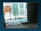 Homem joga vaso sanitário contra loja no Rio e quebra porta de vidro