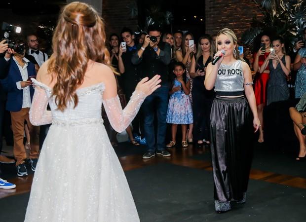 Larissa Manoela canta em festa de Raissa Chaddad (Foto: Manuela Scarpa/Brazil News)
