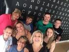 Recuperada, Andressa Urach reúne família em churrasco em casa, no RS
