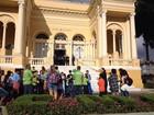 Grupo protesta contra possibilidade de aumento de salário de vereadores