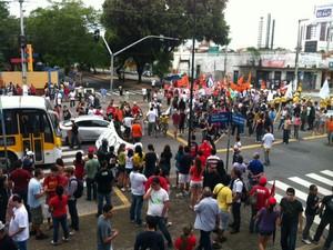 Principais avenidas da capital potiguar estão fechadas por conta da manifestação #RN (Foto: Fernanda Zauli/G1)