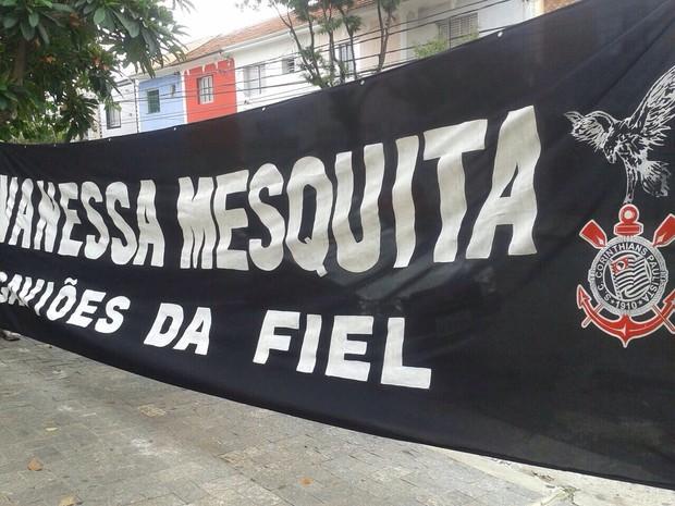 Fãs fazem faixa para Vanessa Mesquita (Foto: Arquivo Pesoal)