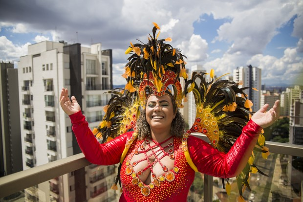 Miss Uberlândia Plus Size faz ensaio inspirado no Carnaval (Foto: Isa Hansen / Divulgação)