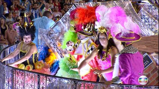 Problemas com carros alegóricos marcam carnaval do Grupo Especial no Rio