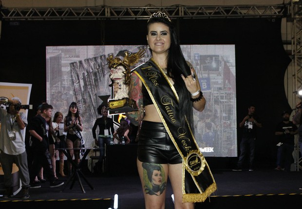 Aline Cândido é a vencedora do Miss Tattoo Week (Foto: Celso Tavares/EGO)
