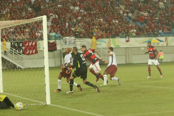 Flamengo x Fluminense gol de Guerrero (Foto: Alexandre Lago/GloboEsporte.com)