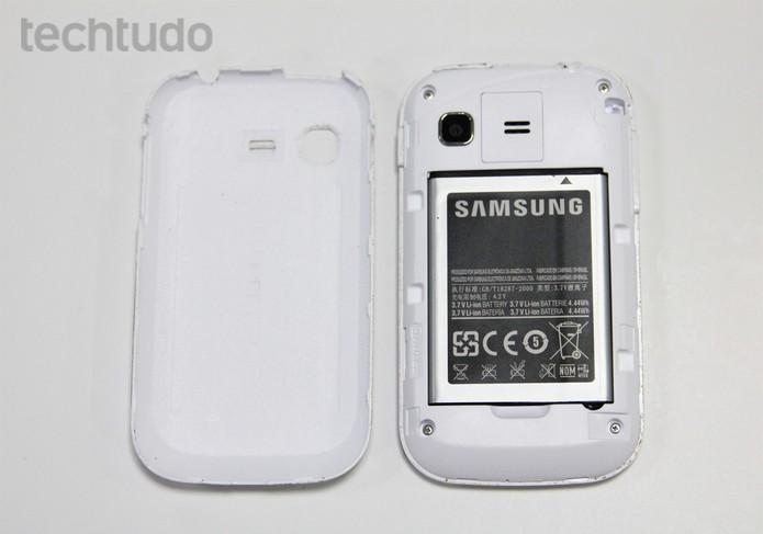 Galaxy Pocket sem a tampa traseira (Foto: Isadora Díaz/TechTudo)