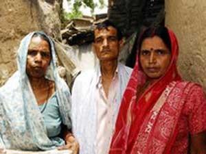 Asharfi Devi vive hoje com a filha e com o cunhado (Foto: Prashant Ravi/BBC)