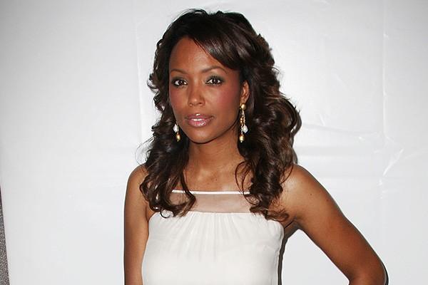 A apresentadora Aisha Taylor disse ter sido expulsa do colegial por ter sido pega com drogas e bebidas.  (Foto: Getty Images)