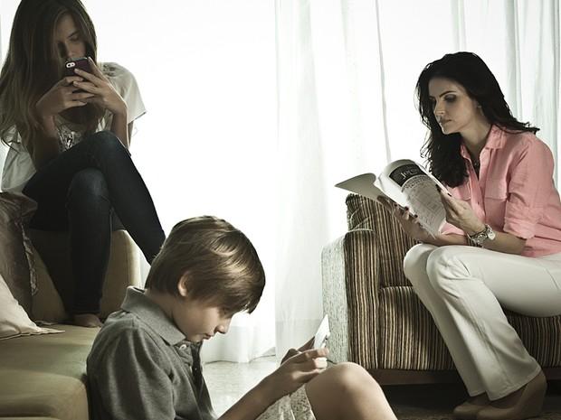Rotina de Lisandra Souto inclui leitura de capítulo com os filhos (Foto: Marcelo Corrêa)