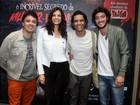 Helena Ranaldi vai com o namorado a reestreia de peça no Rio