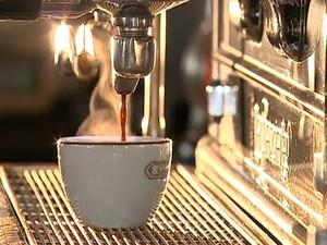 Segundo o WWF, para uma xícara de café são gastos 140 litros de água. (Foto: Reprodução/TV Globo)
