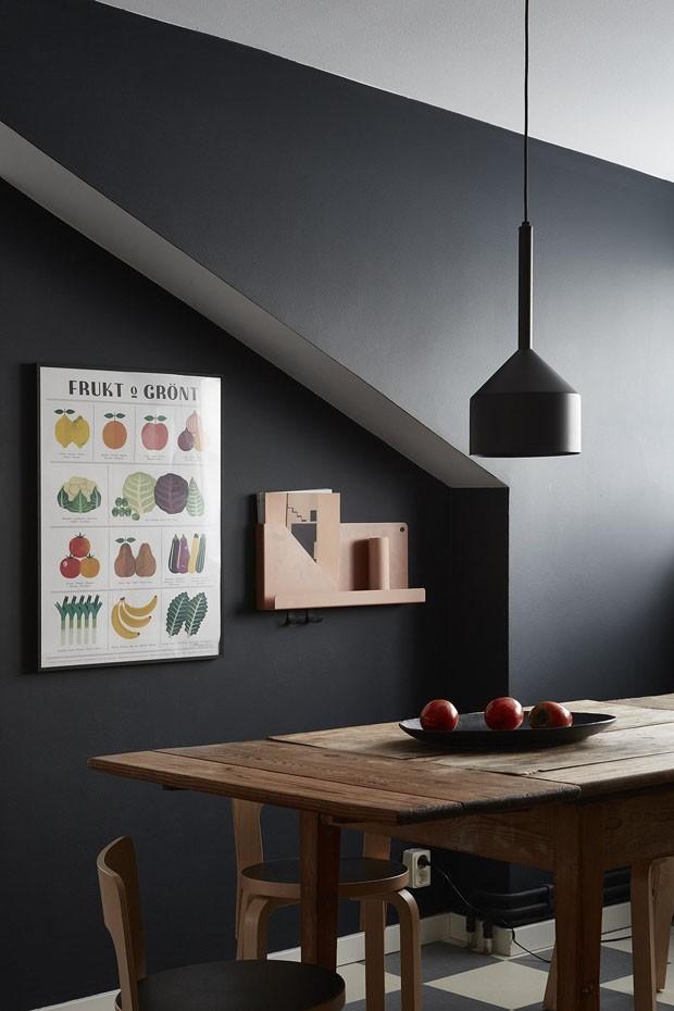 Décor do dia: cozinha moderna preta com toque rústico (Foto: Foto Divulgação)