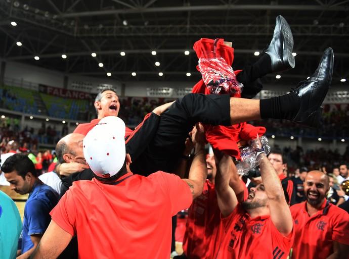 Flamengo Neto campeão NBB8 comemoração (Foto: André Durão)