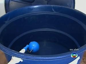 Falta de limpeza em caixa d'água pode promover o desenvolvimento de microorganismos causadores de doença (Foto: Reprodução/TV Globo)