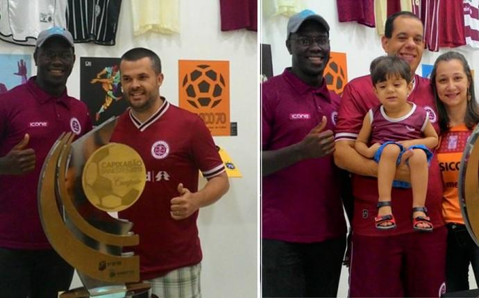 Atacante Lelão posa para fotos com torcedores grenás, acompanhado do troféu do Capixabão 2013 (Foto: Divulgação/Mostra)