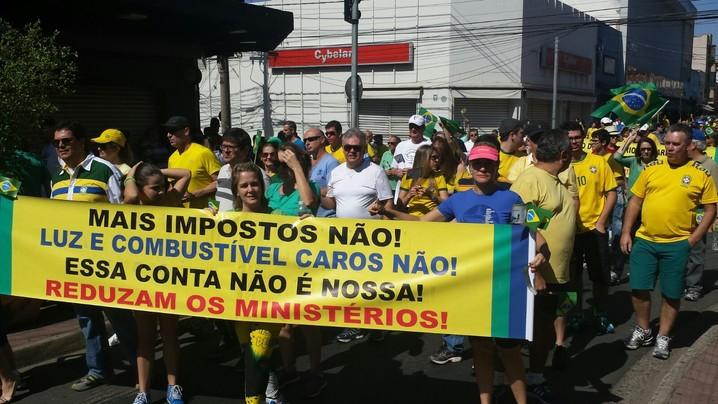 Manifestantes vão às ruas de Piracicaba neste domingo (16)