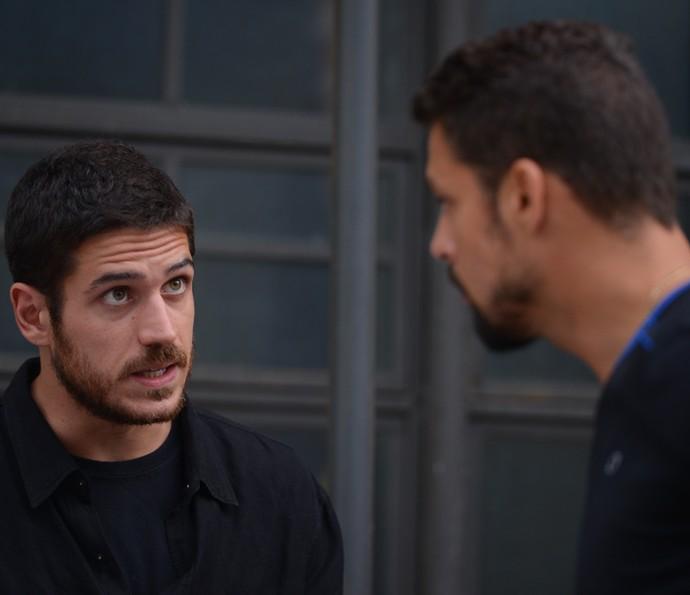 Dante acha que é melhor Juliano ficar de fora das investigações (Foto: Pedro Carrilho/ Gshow)