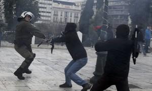 Greve na Grécia contra reforma de aposentadorias tem confronto
