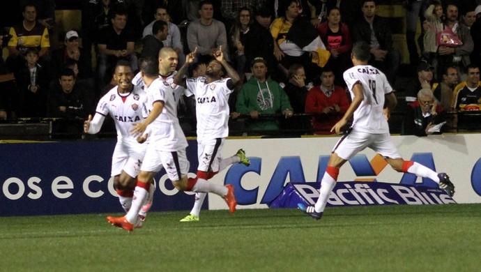 Vitória gol contra o Criciúma (Foto: Fernando Ribeiro/Futura Press)