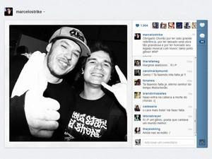 Vocalista do Strike também postou imagem com Chorão (Foto: Reprodução)