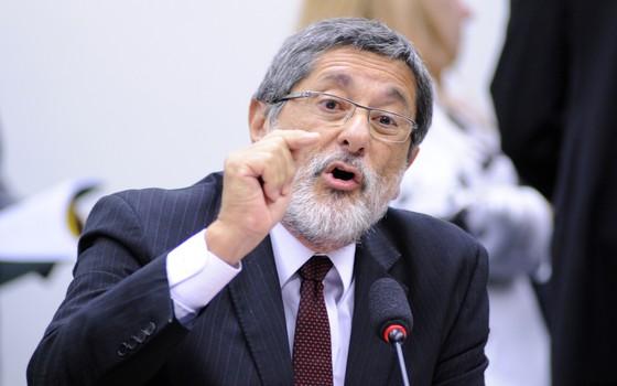 José Sérgio Gabrielli, ex-presidente da Petrobras, depõe em CPI na Câmara dos Deputados (Foto: Laycer Tomaz / Câmara dos Deputados)