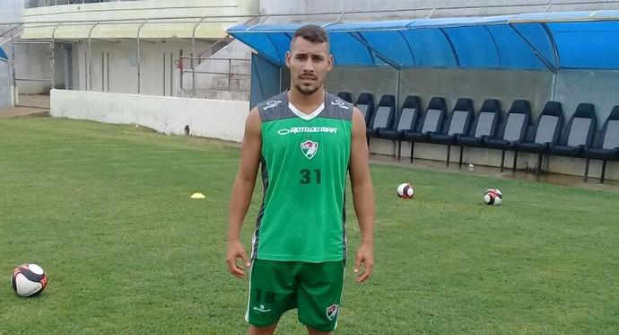 Paulo Vitor já começou os treinos com o time do Salgueiro (Foto: Ivo Ferraz / TV Grande Rio)