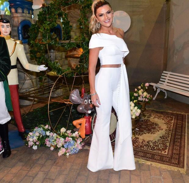 O look de Mirella na festa (Foto: AgNews / Leo Franco)