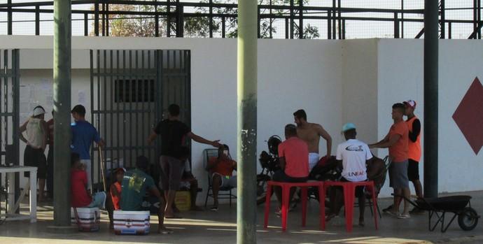 Jogadores do River-PI paralisam atividade (Foto: Josiel Martins)