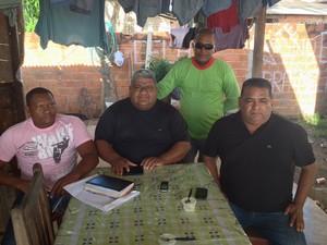 Moradores do Ipê se reuniram para cobrar soluções para o loteamento, em Macapá (Foto: John Pacheco/G1)