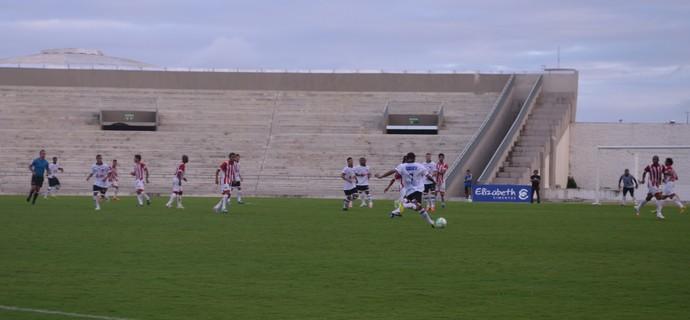 Botafogo fez o único gol do primeiro tempo, depois diminuiu o ritmo (Foto: Hévilla Wanderley / GloboEsporte.com/pb)