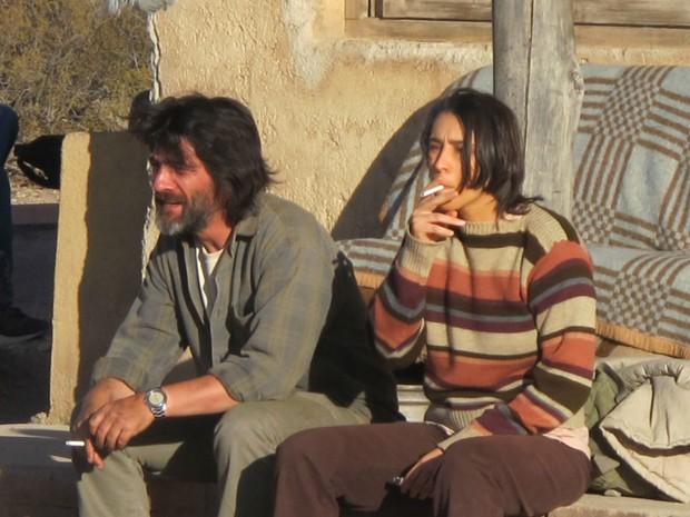 O uruguaio Cesar Troncoso e a brasileira Fernanda Moro durante as filmagens de 'A oeste do fim do mundo', nos Andes da Argentina (Foto: Cauê Muraro/G1)