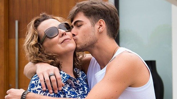 Rock Story: Ana Beatriz Nogueira é mãe de Vitti ( Globo/César Alves)