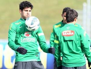 Diego Costa no treino da Seleção (Foto: Mowa Press)