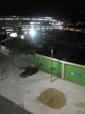 Maracanã ainda tem obras inacabadas na área da Avenida Radial Oeste (Foto: Marcelo Elizardo/ G1)
